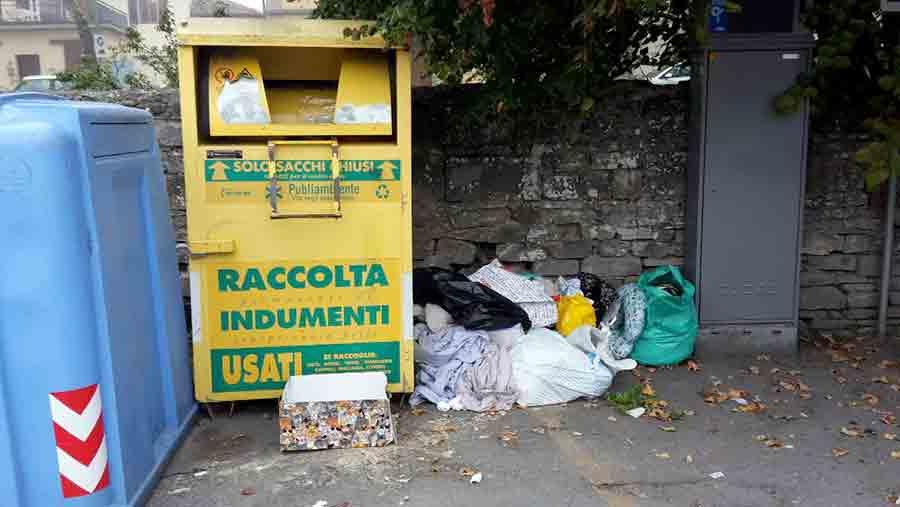 Cassonetti-riciclo-indumenti-usati-