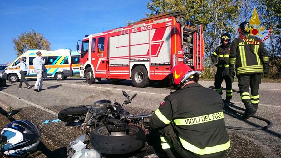incidente-borgo-san-lorenzo-vigili-del-fuoco-moto-auto-1