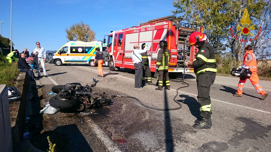 incidente-borgo-san-lorenzo-vigili-del-fuoco-moto-auto-2