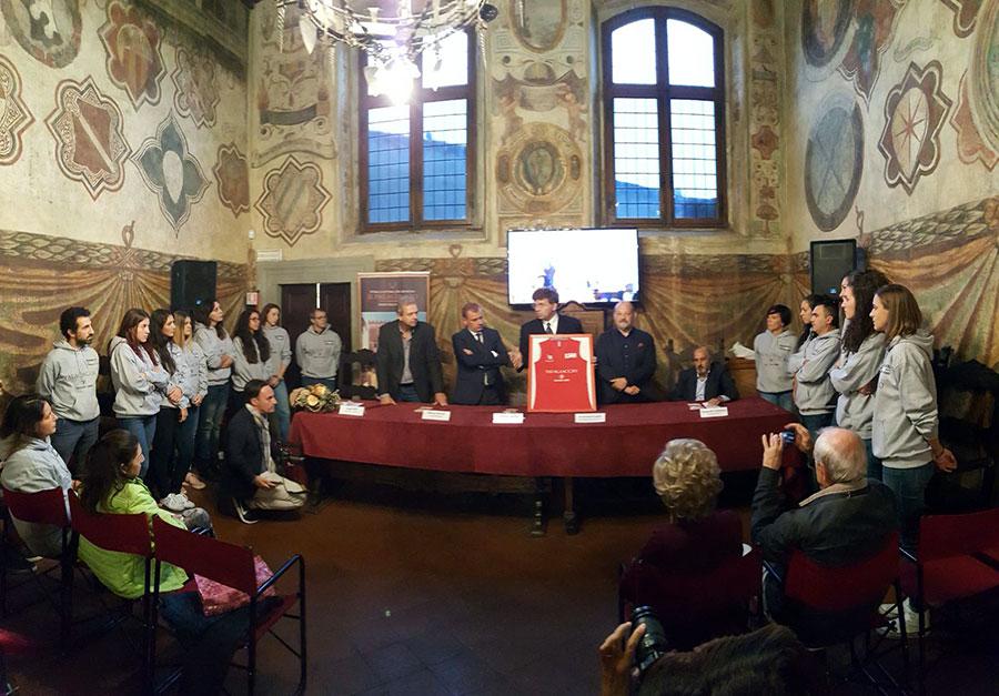 """La presentazione ufficiale della squadra """"Palagiaccio Pallacanestro Femminile Firenze"""" che quest'anno parteciperà al campionato di basket femminile di serie B"""
