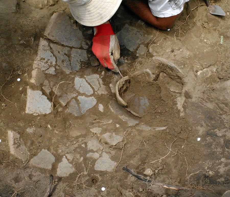 scavo-in-corso-di-olle-ellenistiche
